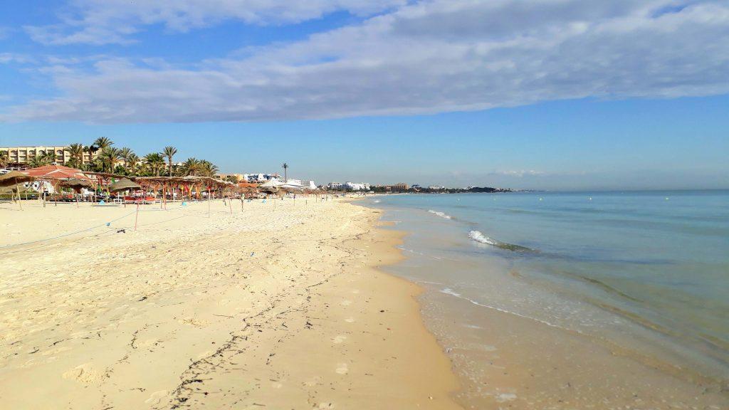 Sousse homokos tengerpartja