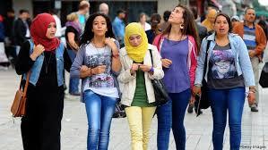 Tunéziai fiatalok (forrás: BBC)