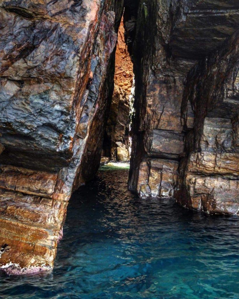 El-Haouaria part menti barlangjainak egyike